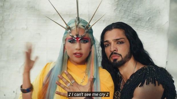 Xem tới xem lui MV mới của Lady Gaga rồi buông một tiếng thở dài vì ngoài nhạc giật đùng đùng ra thì fan chẳng hiểu gì cả? - Ảnh 8.
