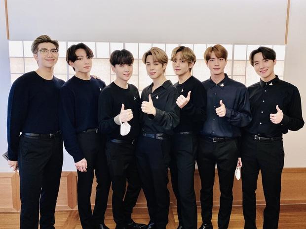 BTS mới tung tên album mà fan đã trổ tài thám tử: Tựa đề khẳng định nhóm mãi mãi 7 người, ẩn chứa lời hứa cảm động với ARMY? - Ảnh 9.