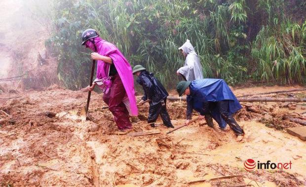 Mưa lớn, sạt lở đất, bản làng biên giới Nghệ An bị cô lập, 1 người tử vong - Ảnh 1.