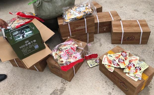 Phát hiện 2.000 chân gà không rõ nguồn gốc nhập lậu vào Việt Nam - Ảnh 1.