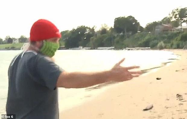 Đi dạo biển nhìn thấy vật lạ bọc trong giấy bạc, người đàn ông tò mò mở ra rồi bủn rủn tay chân khi bên trong là một bộ não - Ảnh 3.