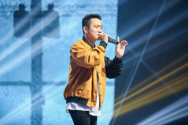 King Of Rap: Pháo mặc áo dài bắn Rap liên thanh trên nền hit quốc dân Việt Nam Ơi - Ảnh 7.