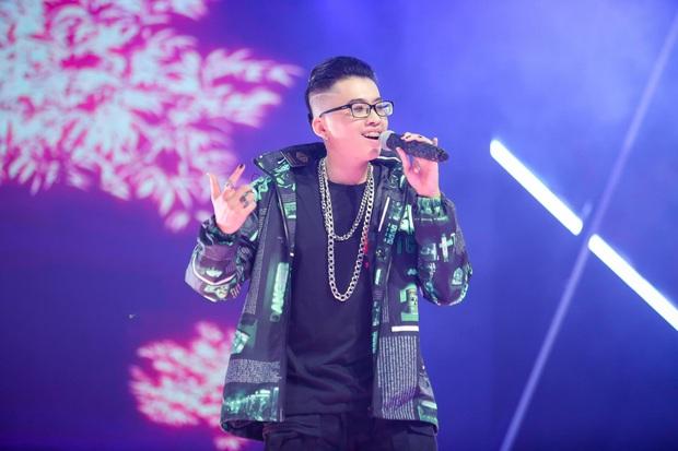 King Of Rap: Pháo mặc áo dài bắn Rap liên thanh trên nền hit quốc dân Việt Nam Ơi - Ảnh 1.