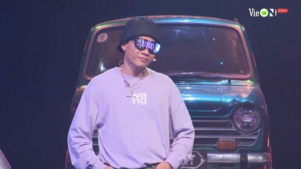Liên tục hóa cô bé mùa đông đen từ đầu tới chân, Suboi cuối cùng cũng đã chịu gợi cảm hơn ở Rap Việt! - Ảnh 4.