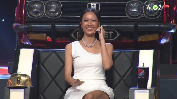 Liên tục hóa cô bé mùa đông đen từ đầu tới chân, Suboi cuối cùng cũng đã chịu gợi cảm hơn ở Rap Việt! - Ảnh 2.