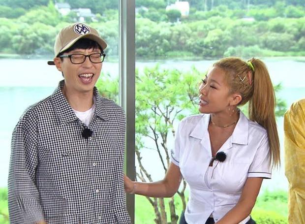 Sẵn sàng tát bay mặt đàn anh, nhưng rapper chị đại lại phải nhắn tin xin lỗi Yoo Jae Suk sau mỗi lần ghi hình? - Ảnh 7.