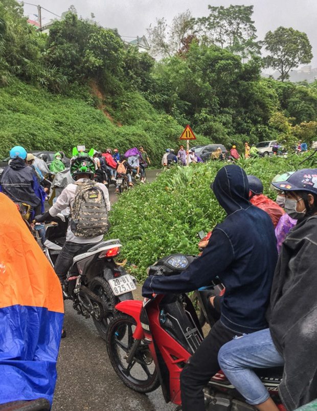 Đường lên Tam Đảo thất thủ ngày 2/9, hàng nghìn thanh niên mệt mỏi vì ùn tắc nhiều km - Ảnh 5.