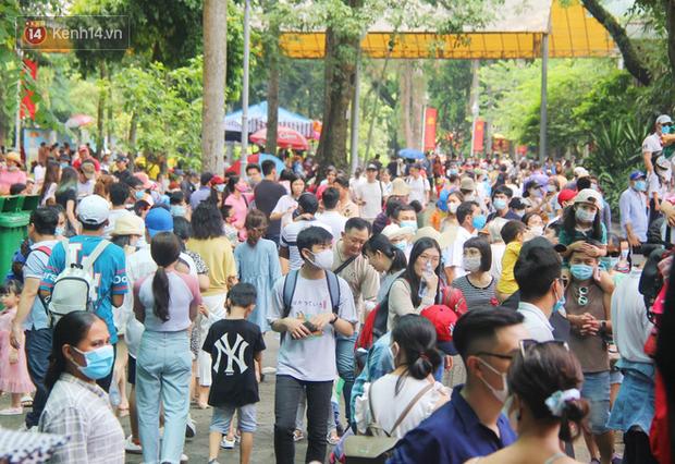 ẢNH: Thảo Cầm Viên đông nghẹt, hàng ngàn người dân đổ về vui chơi dịp 2/9 sau lời kêu gọi giải cứu bầy thú - Ảnh 9.