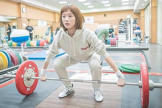 Bước sang tuổi 30, Lee Sung Kyung vẫn gây sốt với thần thái cuốn hút cùng body chuẩn chỉnh nhờ duy trì 4 nguyên tắc quen thuộc - Ảnh 10.