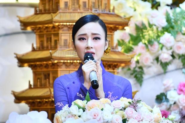 Khó nhận ra Angela Phương Trinh trong loạt ảnh mới: Nhan sắc lên hương, sống mũi năm xưa thay đổi rõ rệt - Ảnh 4.