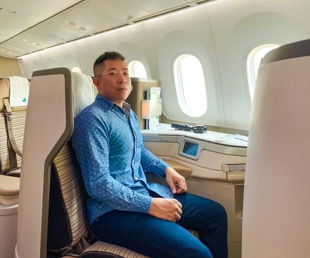 """YouTuber bị gắn mác """"giàu ngầm"""" của Việt Nam: Từng đến 30 quốc gia, mỗi năm đổ hết tiền bạc đi hơn trăm chuyến bay xa xỉ để review - Ảnh 1."""