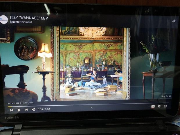 Lượt xem MV mới lẹt đẹt sau 2 tuần, giảm sút hẳn so với Wannabe: Hoá ra ITZY có thành tích view khủng đều nhờ công ty bỏ tiền mua? - Ảnh 2.