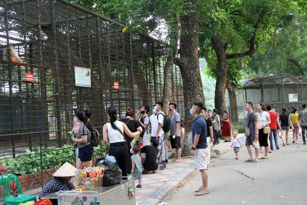 Ảnh, clip: Người Hà Nội đeo khẩu trang vui chơi Công viên Thủ Lệ ngày 2/9 - Ảnh 5.