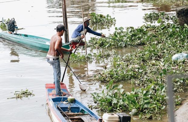 Ảnh, clip: Bất lực đứng nhìn đội quân chích điện vớt cả trăm ký cá phóng sinh trước mặt để bán lại với giá 50.000 đồng/kg - Ảnh 10.