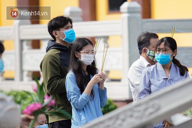 Chùm ảnh: Giới trẻ Sài Gòn đi lễ chùa mùa Vu Lan, cầu bình an và sức khoẻ cho cha mẹ - Ảnh 17.