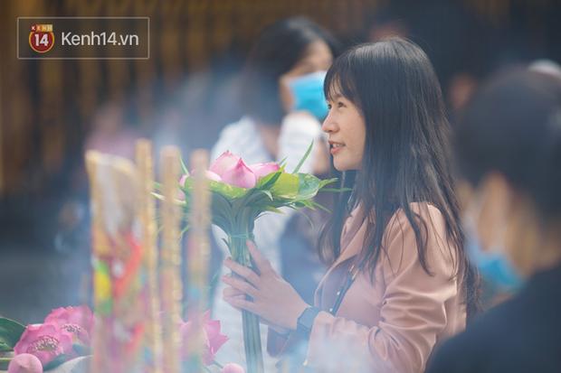 Chùm ảnh: Giới trẻ Sài Gòn đi lễ chùa mùa Vu Lan, cầu bình an và sức khoẻ cho cha mẹ - Ảnh 12.