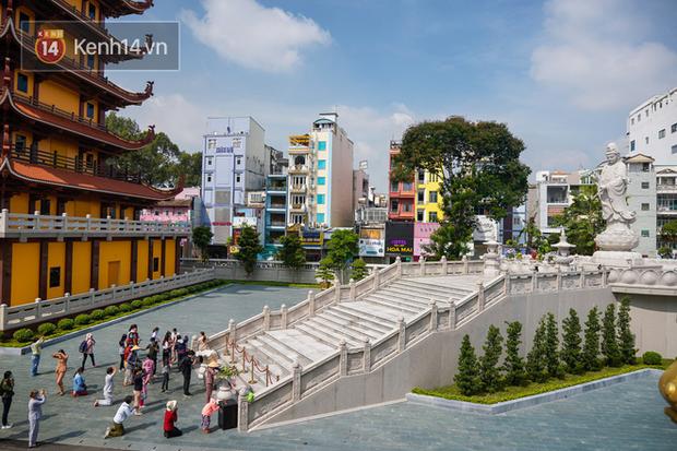 Chùm ảnh: Giới trẻ Sài Gòn đi lễ chùa mùa Vu Lan, cầu bình an và sức khoẻ cho cha mẹ - Ảnh 1.