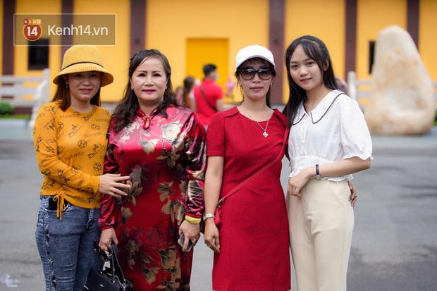 Chùm ảnh: Giới trẻ Sài Gòn đi lễ chùa mùa Vu Lan, cầu bình an và sức khoẻ cho cha mẹ - Ảnh 2.