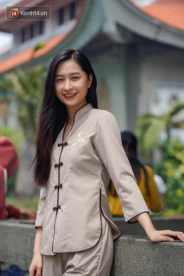 Chùm ảnh: Giới trẻ Sài Gòn đi lễ chùa mùa Vu Lan, cầu bình an và sức khoẻ cho cha mẹ - Ảnh 4.