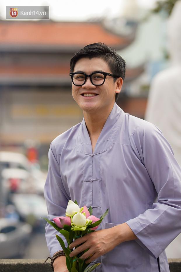 Chùm ảnh: Giới trẻ Sài Gòn đi lễ chùa mùa Vu Lan, cầu bình an và sức khoẻ cho cha mẹ - Ảnh 7.