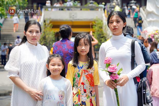 Chùm ảnh: Giới trẻ Sài Gòn đi lễ chùa mùa Vu Lan, cầu bình an và sức khoẻ cho cha mẹ - Ảnh 5.