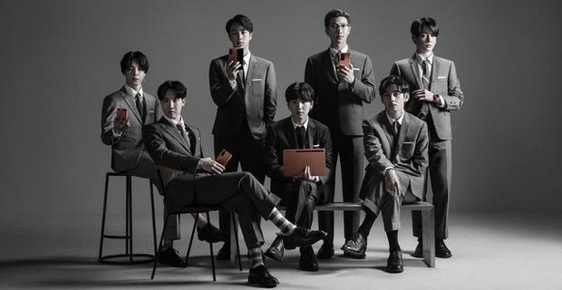 Ngắm phản ứng siêu đáng yêu của các chàng trai BTS khi mở hộp smartphone mới - Ảnh 2.