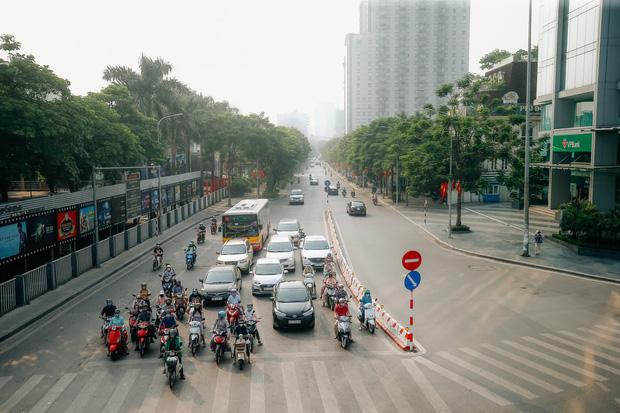 Ảnh: Phố phường Hà Nội rợp cờ hoa chào mừng Quốc khánh 2/9 - Ảnh 1.