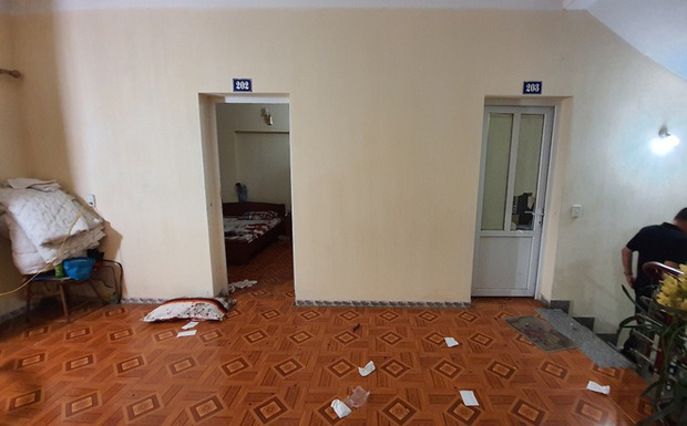 Chồng đầu thú sau khi đâm vợ và người đàn ông lạ trong nhà nghỉ ở Quảng Ninh - Ảnh 1.