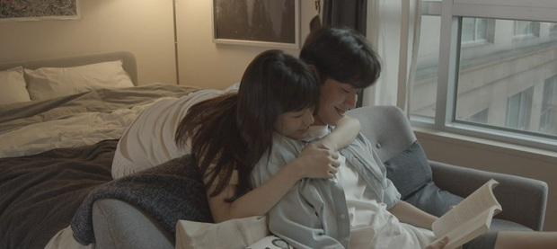 Suzy ôm ấp trai trẻ siêu tình tứ, chưa gì đã tung cảnh giường chiếu thế này! - Ảnh 1.