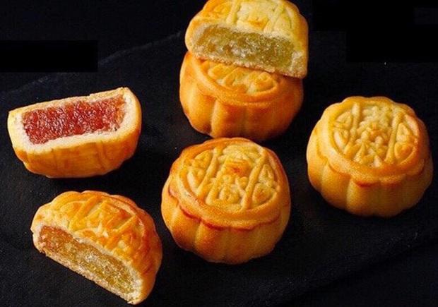 """Những chiếc bánh """"chạm nóc"""" thị trường mùa Trung thu năm nay: Chiếc đắt nhất chỉ muốn bỏ tủ kính ngắm, chiếc rẻ nhất gây hoang mang về chất lượng - Ảnh 4."""