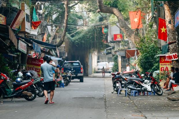 Ảnh: Phố phường Hà Nội rợp cờ hoa chào mừng Quốc khánh 2/9 - Ảnh 3.