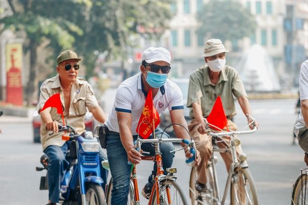Ảnh: Phố phường Hà Nội rợp cờ hoa chào mừng Quốc khánh 2/9 - Ảnh 7.