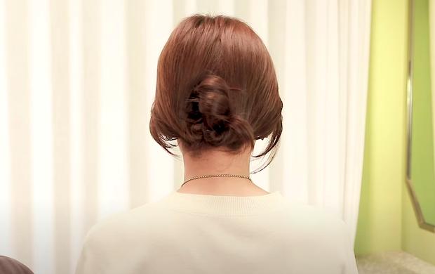 Tóc lỡ cỡ vẫn búi được kiểu Hàn siêu xinh: 3 cách búi thấp giúp chị em lên hương nhan sắc chỉ trong 1 nốt nhạc - Ảnh 9.