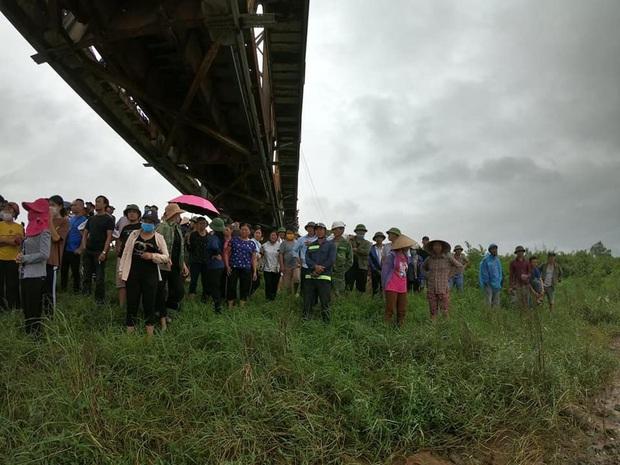 Danh tính cô gái trẻ đi xe ngã lọt xuống cầu, tài xế xe tải lao xuống cứu bất thành khiến 2 người tử vong - Ảnh 2.