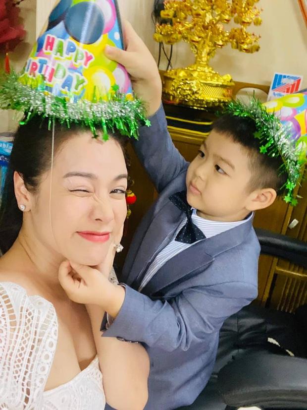 Nhật Kim Anh cuối cùng được gặp lại con, nhưng xót xa cảnh thuê khách sạn lén gặp bé và bị chồng cũ liên tục giám sát - Ảnh 3.