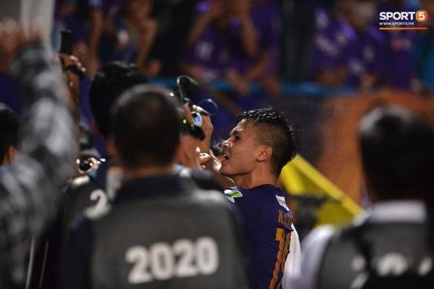 Quang Hải ăn mừng đầy cảm xúc khi ghi bàn giúp Hà Nội FC vô địch Cúp Quốc gia 2020 - Ảnh 8.