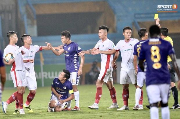 Á hậu Huyền My nổi bật, Khánh Linh tiếp lửa Tiến Dũng trên khán đài trận chung kết Cúp Quốc gia - Ảnh 7.