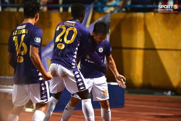 Quang Hải ăn mừng đầy cảm xúc khi ghi bàn giúp Hà Nội FC vô địch Cúp Quốc gia 2020 - Ảnh 4.