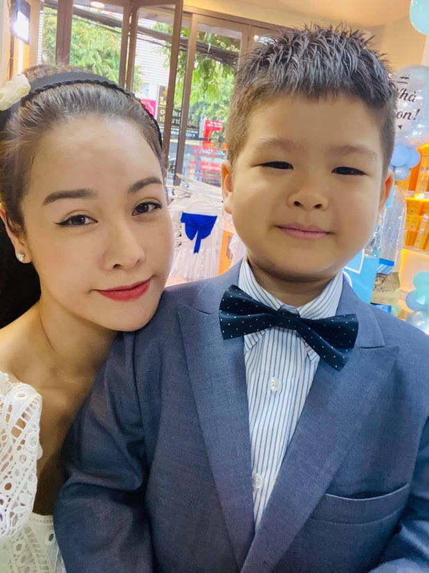 Nhật Kim Anh cuối cùng được gặp lại con, nhưng xót xa cảnh thuê khách sạn lén gặp bé và bị chồng cũ liên tục giám sát - Ảnh 5.