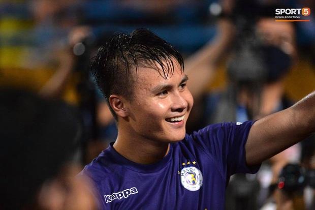Quang Hải ăn mừng đầy cảm xúc khi ghi bàn giúp Hà Nội FC vô địch Cúp Quốc gia 2020 - Ảnh 9.