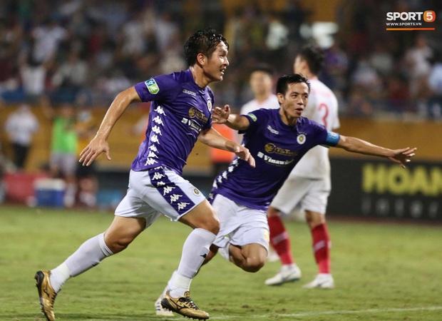 Quang Hải ăn mừng đầy cảm xúc khi ghi bàn giúp Hà Nội FC vô địch Cúp Quốc gia 2020 - Ảnh 7.