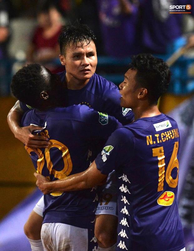 Quang Hải ăn mừng đầy cảm xúc khi ghi bàn giúp Hà Nội FC vô địch Cúp Quốc gia 2020 - Ảnh 5.