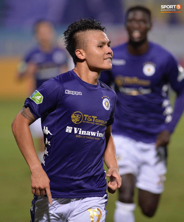Quang Hải ăn mừng đầy cảm xúc khi ghi bàn giúp Hà Nội FC vô địch Cúp Quốc gia 2020 - Ảnh 2.