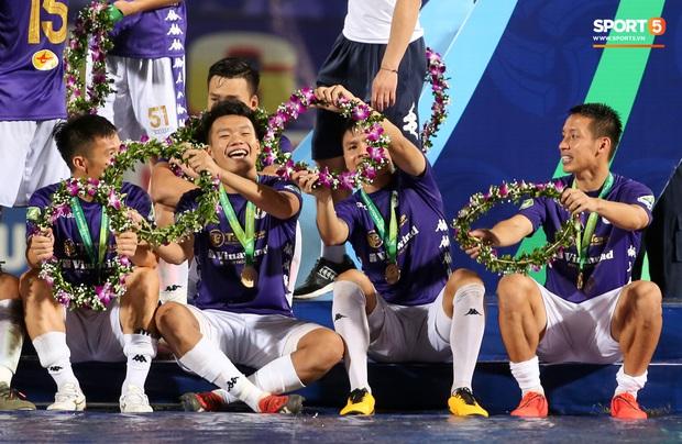 Quang Hải giành micro, hoá cơ trưởng hét tới khàn giọng sau khi giúp Hà Nội FC lập kỷ lục - Ảnh 7.