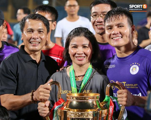 Quang Hải giành micro, hoá cơ trưởng hét tới khàn giọng sau khi giúp Hà Nội FC lập kỷ lục - Ảnh 10.