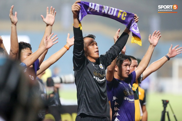 Quang Hải giành micro, hoá cơ trưởng hét tới khàn giọng sau khi giúp Hà Nội FC lập kỷ lục - Ảnh 3.