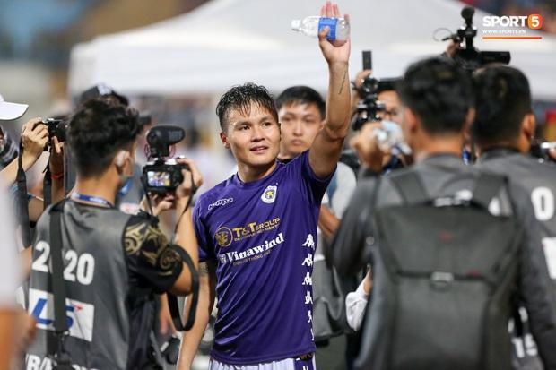 Quang Hải giành micro, hoá cơ trưởng hét tới khàn giọng sau khi giúp Hà Nội FC lập kỷ lục - Ảnh 1.