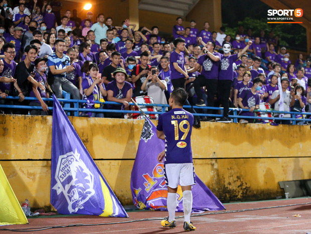 Quang Hải giành micro, hoá cơ trưởng hét tới khàn giọng sau khi giúp Hà Nội FC lập kỷ lục - Ảnh 4.
