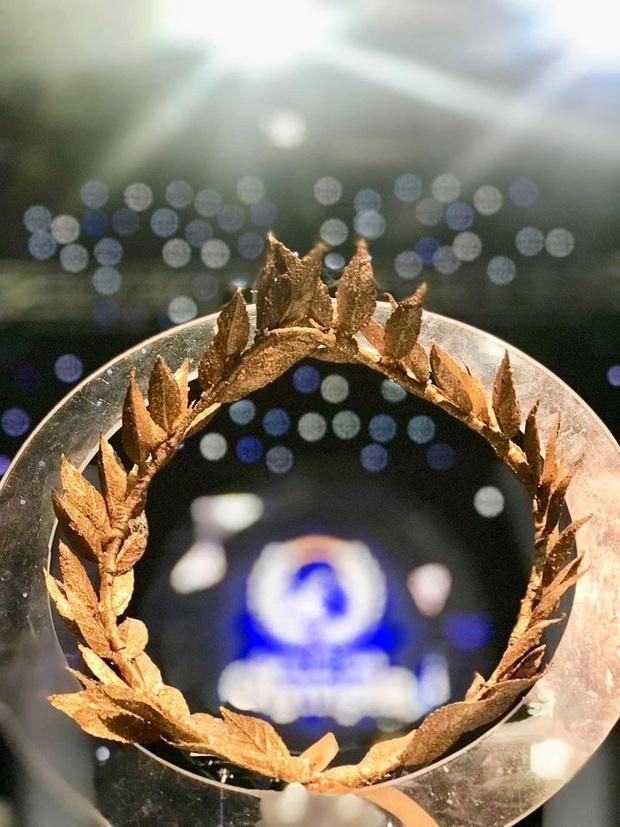 Cận cảnh vòng nguyệt quế sơn son thếp vàng dành riêng cho Quán quân Olympia 2020, danh tính người làm ra càng bất ngờ - Ảnh 2.