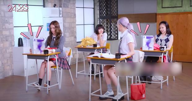 Cười xỉu chuyện BLACKPINK… ăn vụng trong lớp học: Rosé lúi húi đun nước sôi úp mì, Jennie xài hẳn dao dĩa như ở nhà hàng - Ảnh 6.